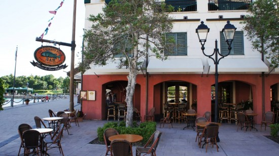 The Thirsty Fish at Portofino Bay Hotel: Outdoor seating overlooking the Harbor Piazza.