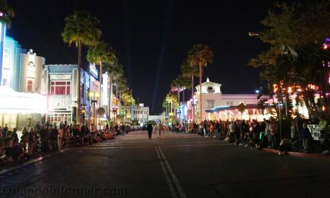 Universal Studios Mardi Gras 2011 Parade: Scene is set for the parade.
