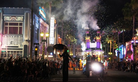 Universal Studios Mardi Gras 2011 Parade: Here goes nothing!