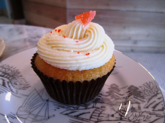 Blue Bird Bake Shop: Orange Creamsicle cupcake.