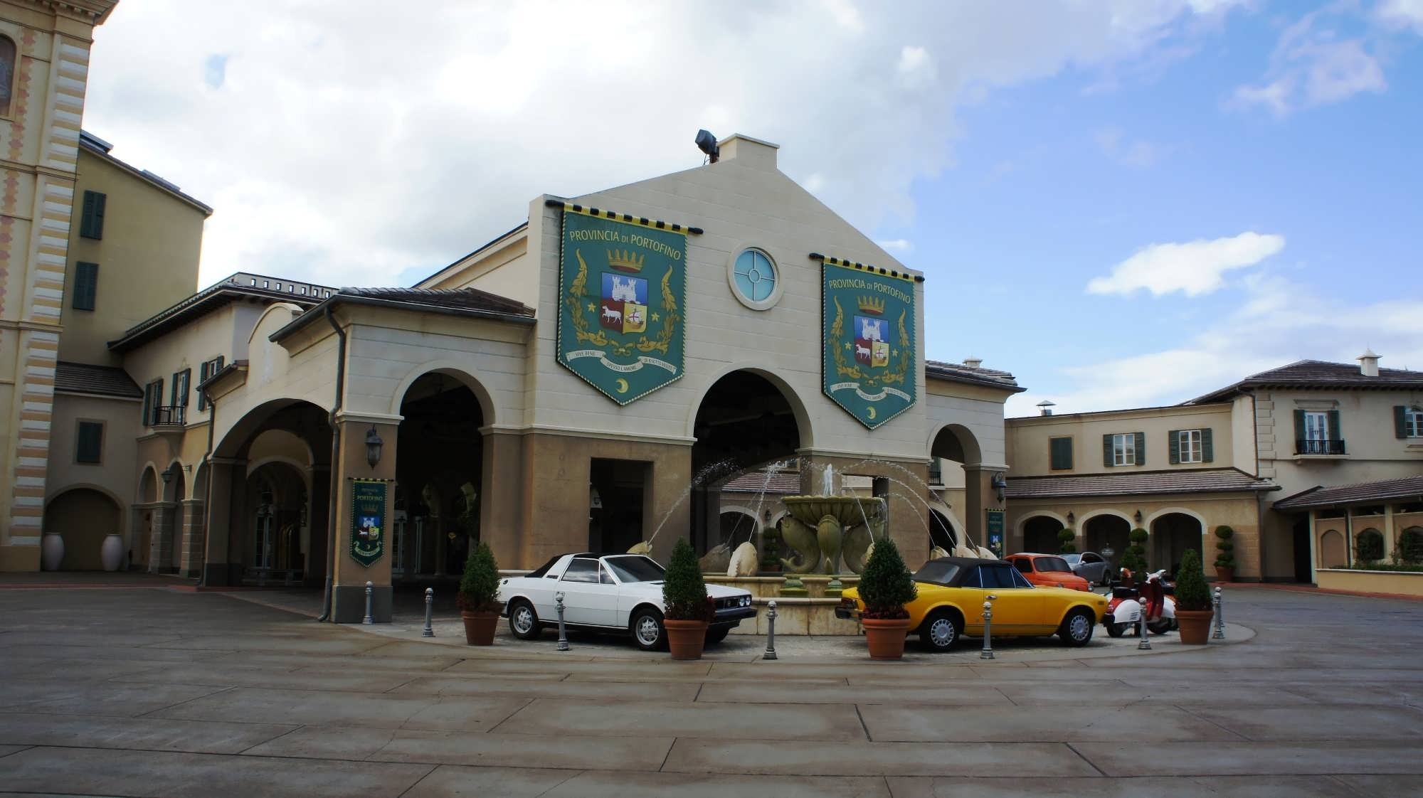 Portofino Bay Hotel entrance area