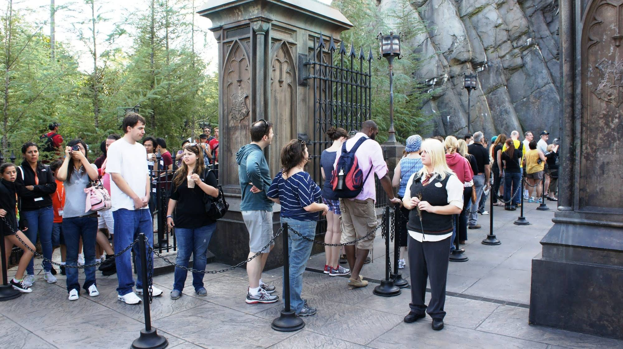 A Universal team members controls access to the tour-only / single rider line.