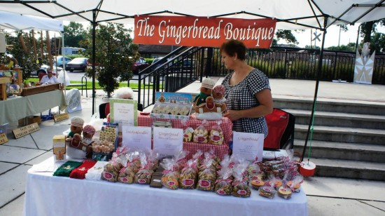 Downtown Kissimmee Farmers Market: Cookies for sale by the Gingerbread boutique... and free samples!