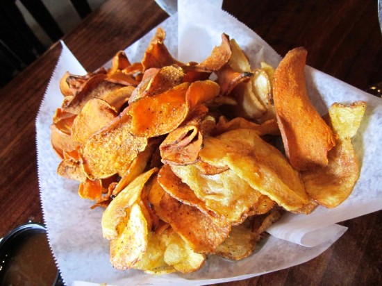 Dexter's of Winter Park: Dexter's housemade basket of potato and sweet potato chips.