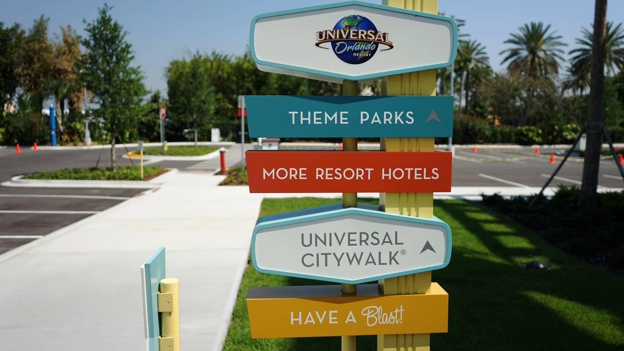 ... the walkway from Cabana Bay Beach Resort to Universal's theme parks