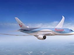 thomson-airways-dreamliner-exterior-small-1
