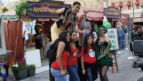 Universal Studios Mardi Gras 2011 Pre-Party: Smile for beads.