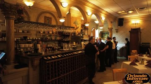 Cedar's Restaurant of Orlando: The bar area.
