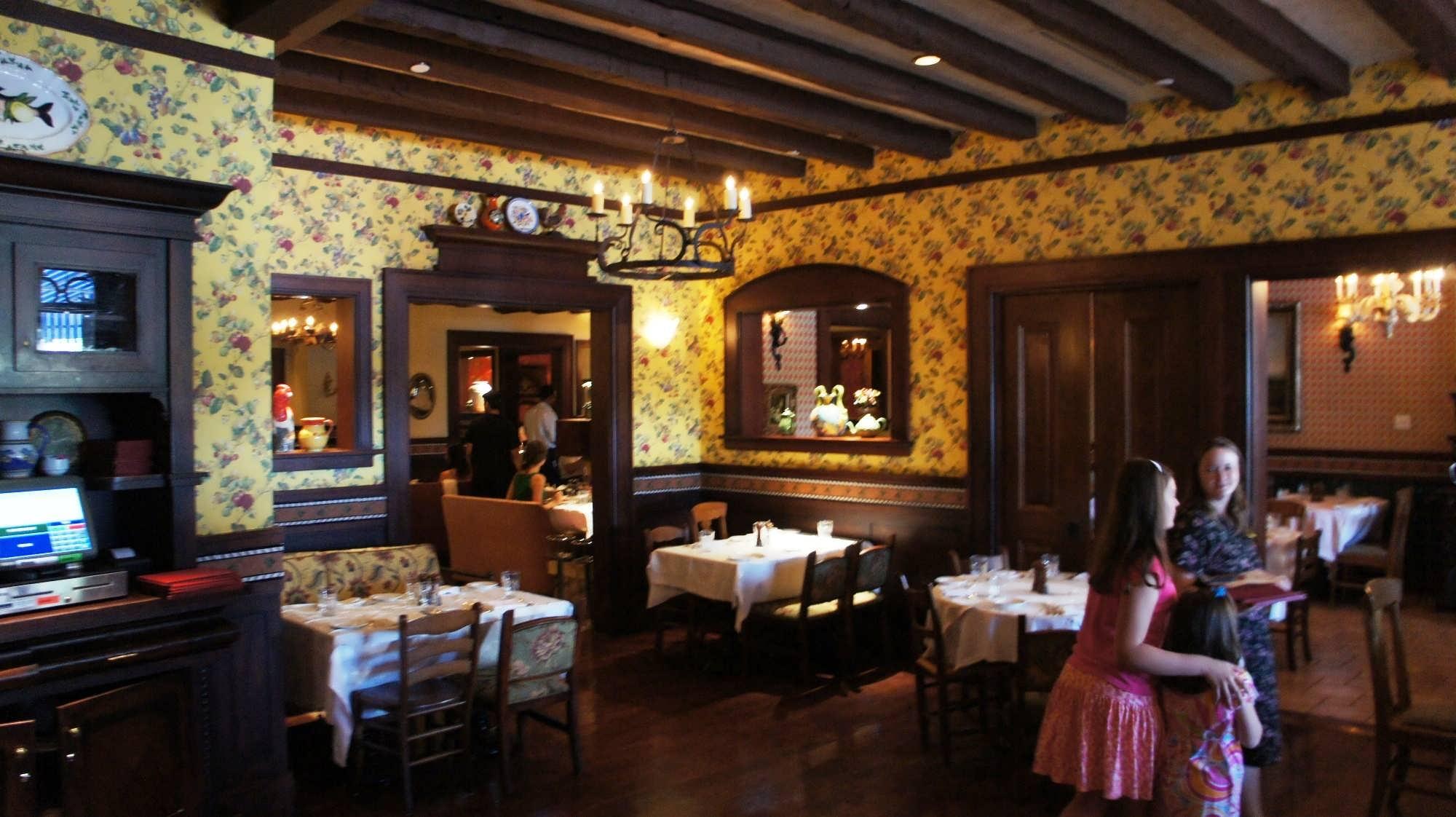 Mama Della's Ristorante at Portofino Bay Hotel