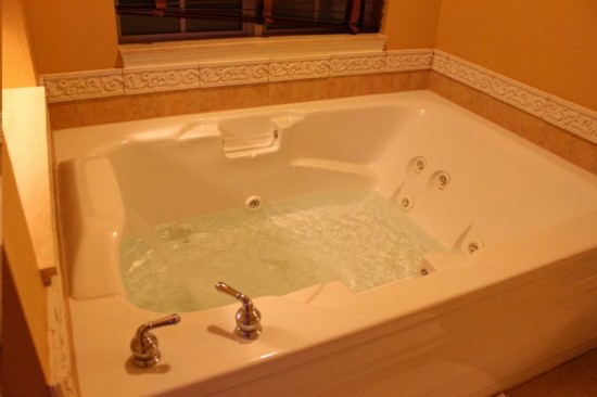 Hilton Grand Vacation Club on International Drive in Orlando: Whirl pool tub - the proper way to end your day.
