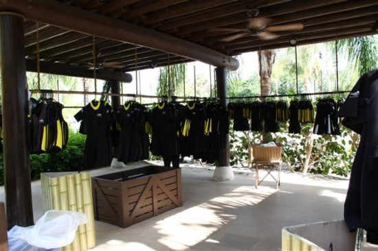Discovery Cove Orlando: Wetsuits and snorkel gear area.