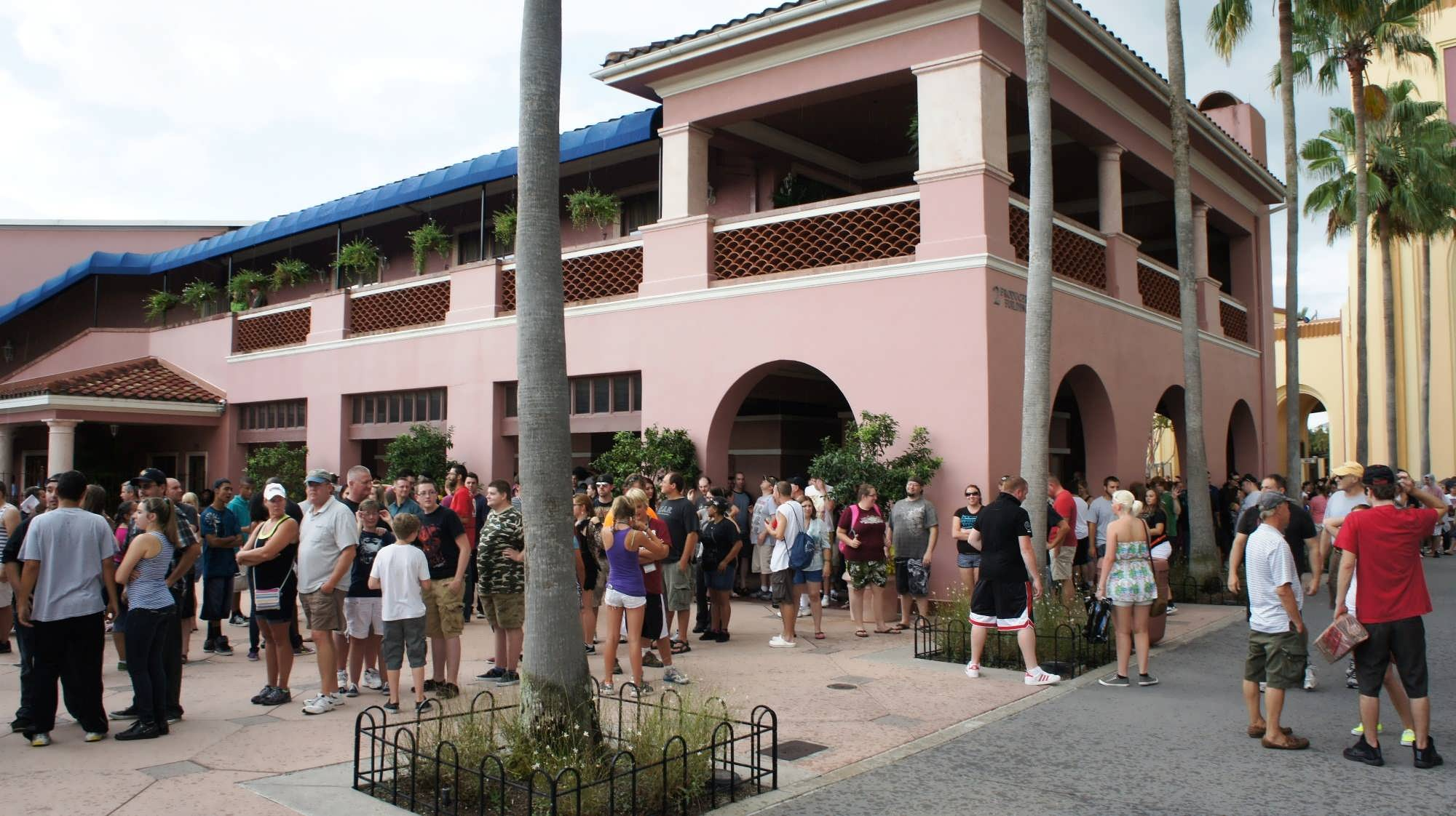 Line formed in front of the turnstiles for Halloween Horror Nights.