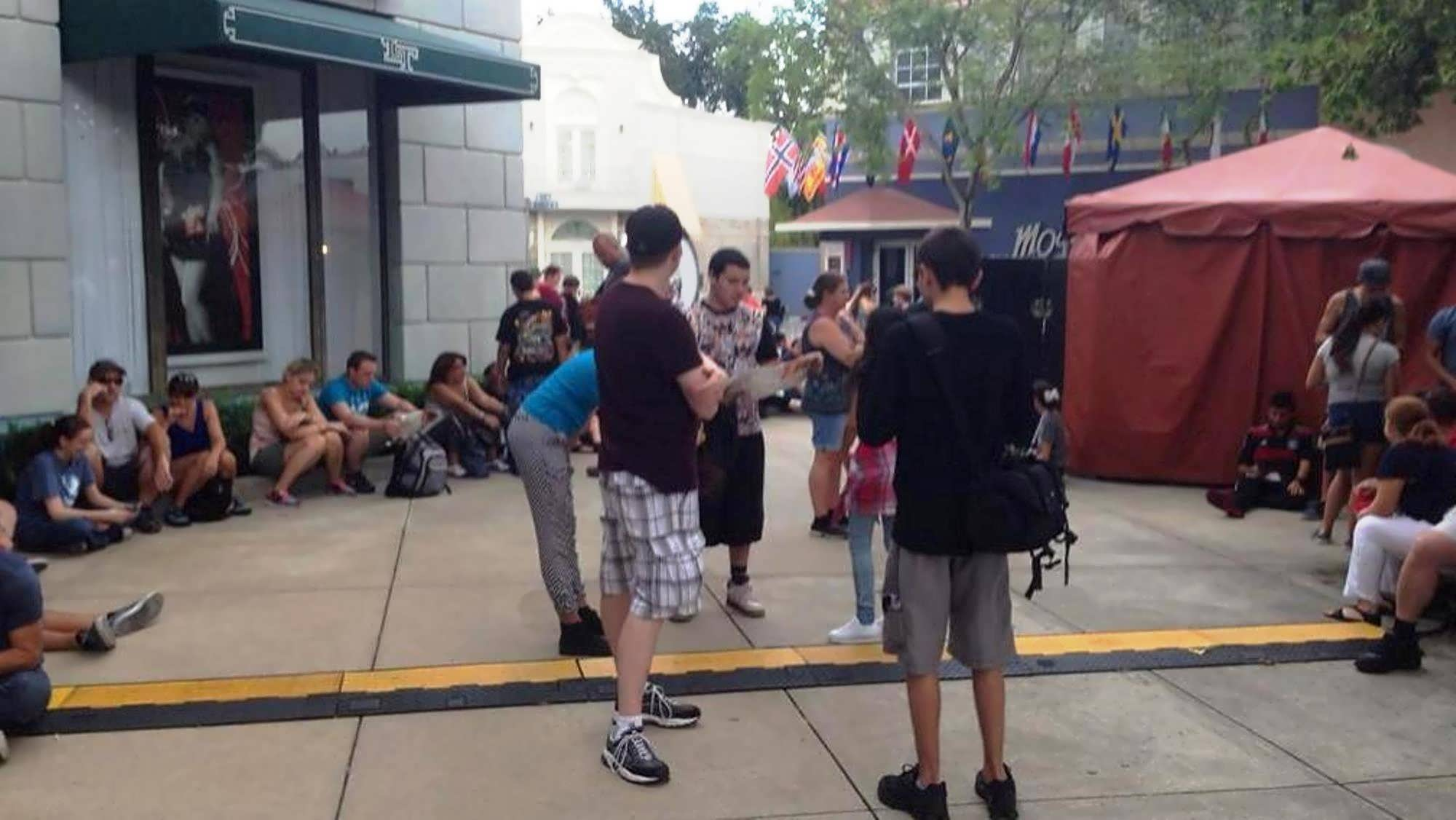 HHN early admission (Hello Kitty holding area).