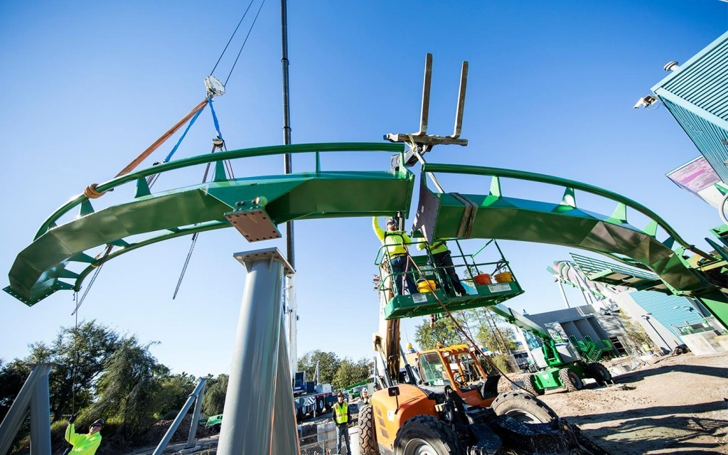 The Incredible Hulk Coaster rises...