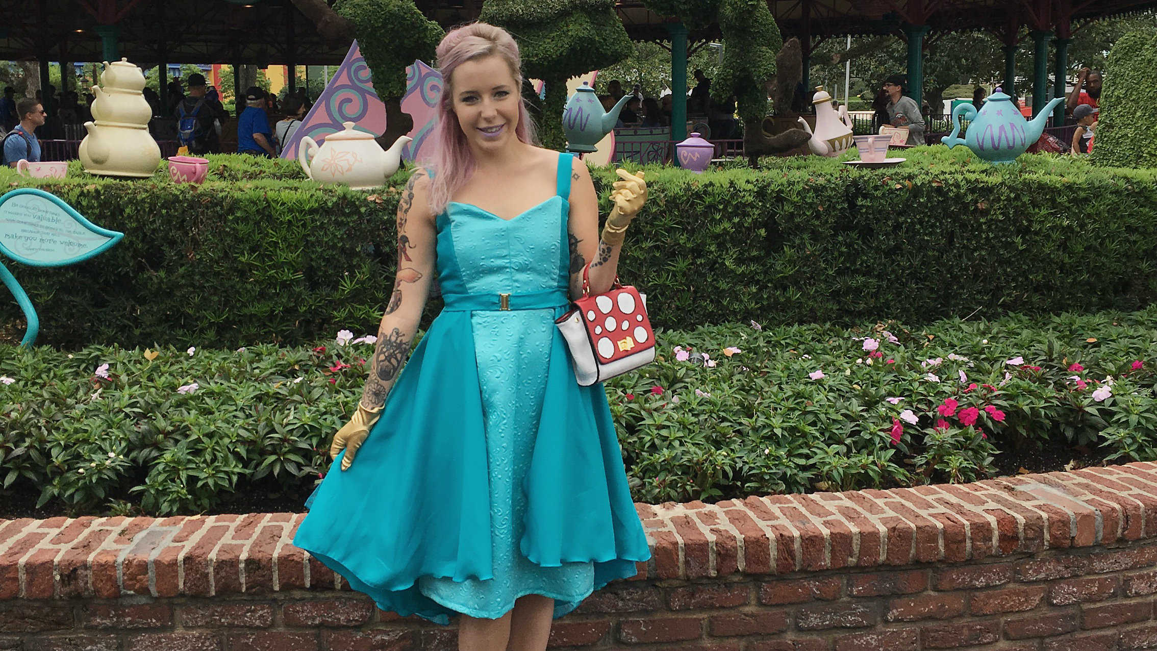Leslie DisneyBounding as the Caterpillar from Alice in Wonderland on Dapper Day