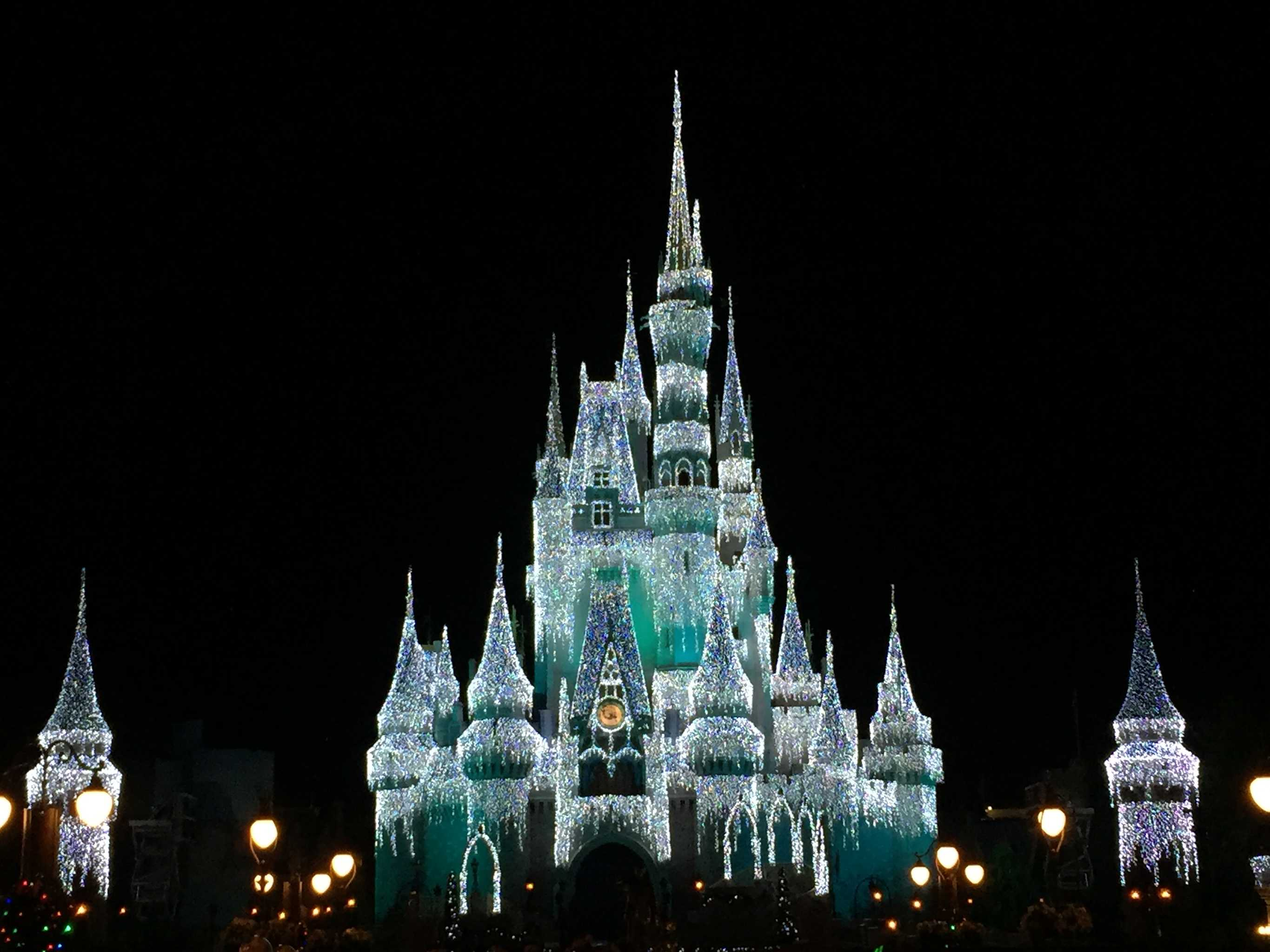 Walt Disney World Holiday Guide 2016