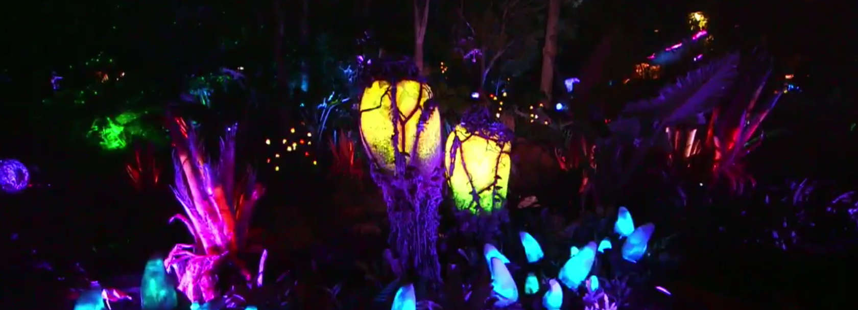 Native bioluminescent plants found within Pandora - The World of Avatar